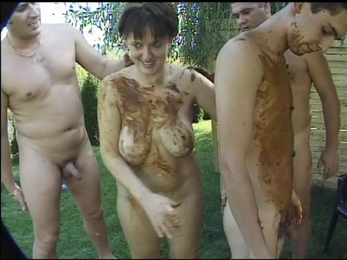 Hottest Outdoor Poo Threesome SD (Amanda /  2018) 948 MB