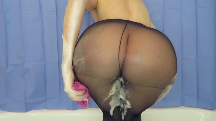 Milk enema with pantyhose on FullHD 1080p (Mylene /  2018) 514 MB