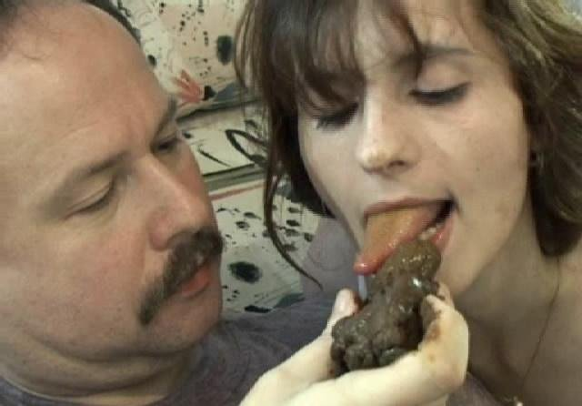 Big brown turd for sexy scatgirls SD (Alice, Martina and Robert /  2018) 125 MB