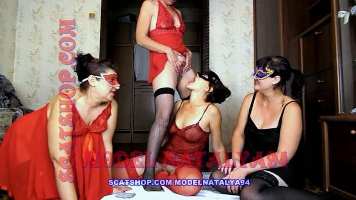 Four girls play cards on desire FullHD 1080p (ModelNatalya94 /  2018) 1.44 GB