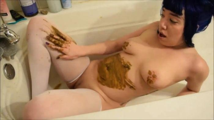 Alternative girl with a nice body smearing shit HD 720p (Little Puck /  2019) 120 MB