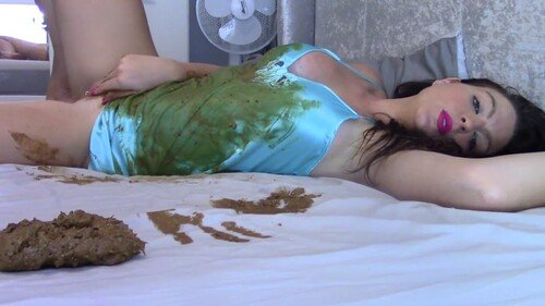 Cream And Shit On Bed FullHD 1080p (Evamarie88 /  2020) 632 MB