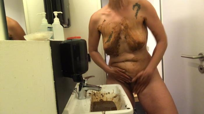 Washing with shit FullHD 1080p (NoraNature /  2020) 220 MB
