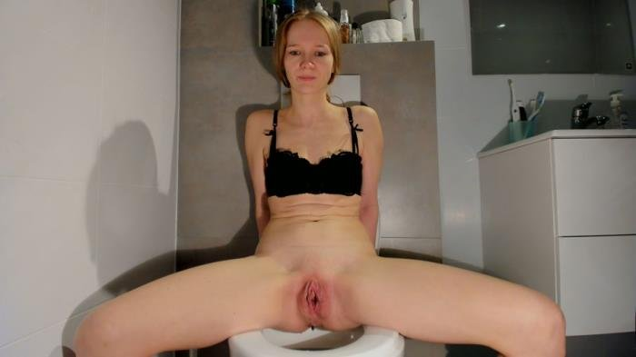 Soft smelly poop on the toilet UltraHD 2K (LucyBelle /  2021) 1.01 GB